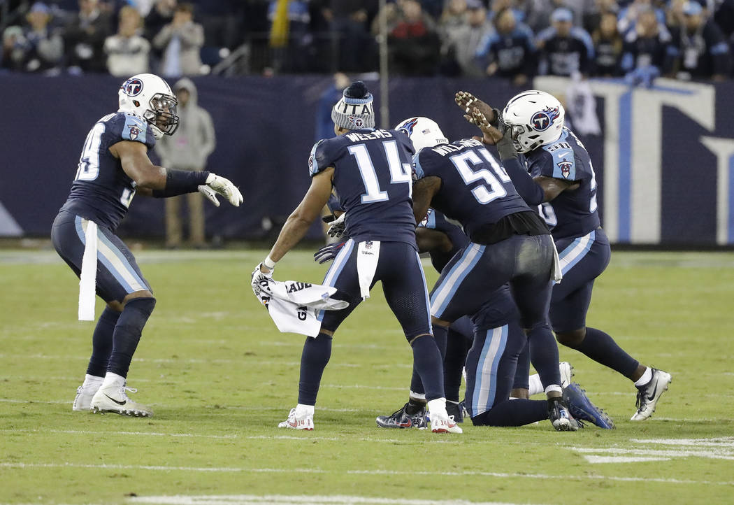 Tennessee Titans inside linebacker Wesley Woodyard (59) celebrates with teammates after Woodyard brought down Indianapolis Colts quarterback Jacoby Brissett to stop a Colts' drive late in the four ...