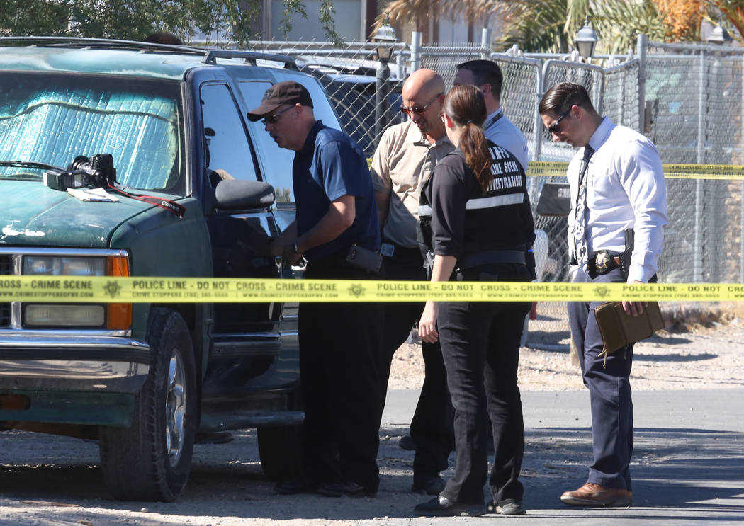 Las Vegas police investigate a homicide at a vacant home in the 5800 block of East Carey Avenue, near North Nellis and East Lake Mead boulevards, on Monday, Oct. 23, 2017. (Bizuayehu Tesfaye/Las V ...