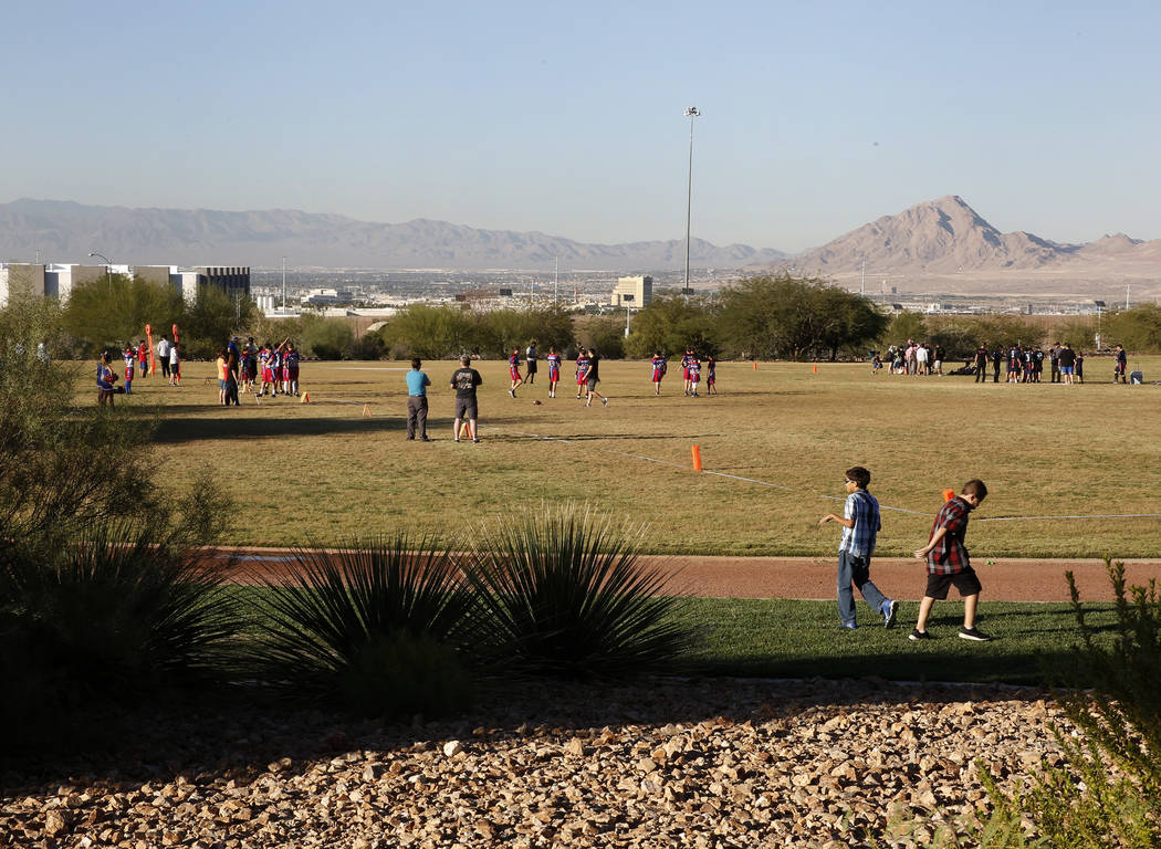 Henderson, district tussle over size of new elementary school – Las ...