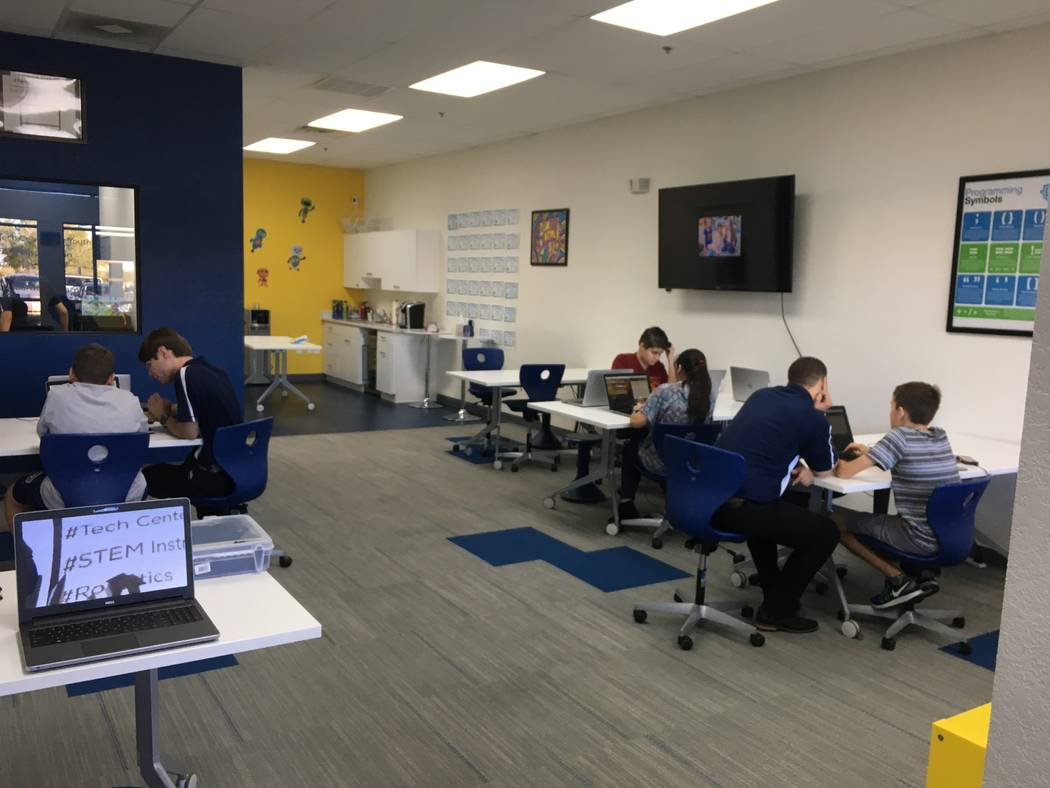Students work coding with the help of Code Central instructors on Oct. 26. (Diego Mendoza-Moyers/View) @dmendozamoyers