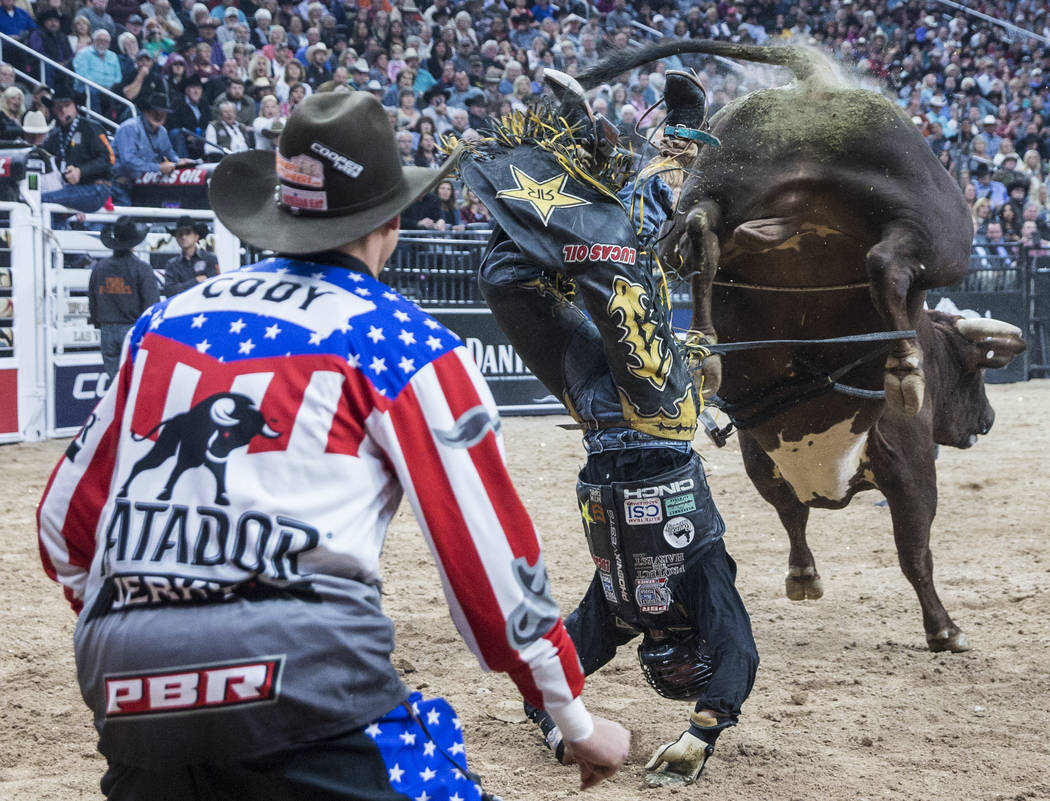 Shane Proctor rides Mudshark during the Professional Bull Riders World Finals on Saturday, Nov. 4, 2017, at T-Mobile Arena, in Las Vegas. Benjamin Hager Las Vegas Review-Journal @benjaminhphoto