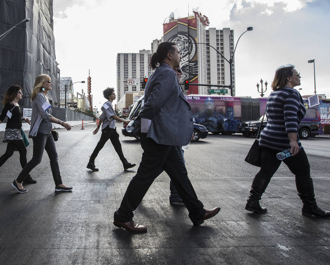 Downtown Las Vegas walking tour attendees cross Main Street on Thursday, November 2, 2017. Benjamin Hager Las Vegas Review-Journal @benjaminhphoto