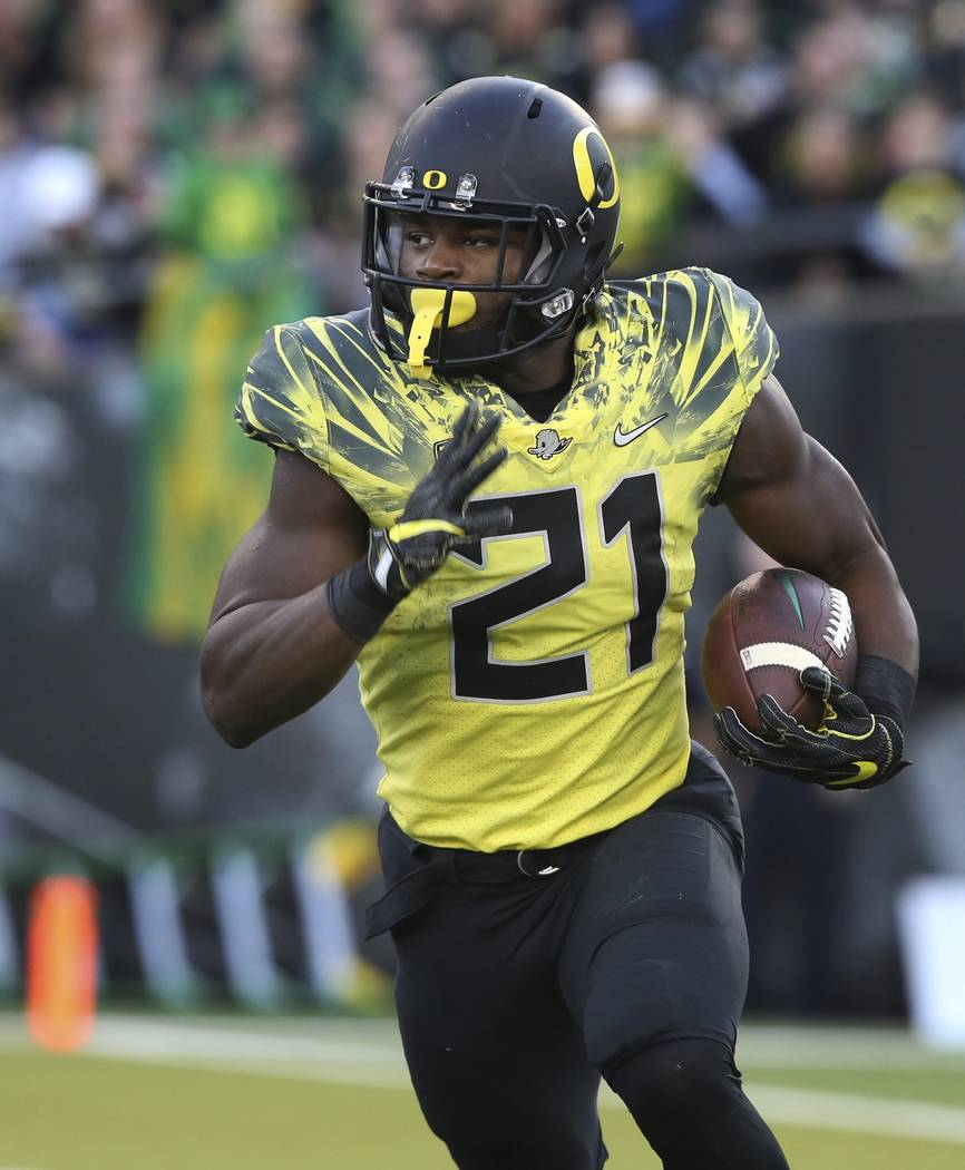 Oregon running back Royce Freeman rushes against Utah in an NCAA college football game Saturday, Oct. 28, 2017, in Eugene, Ore. (AP Photo/Chris Pietsch)