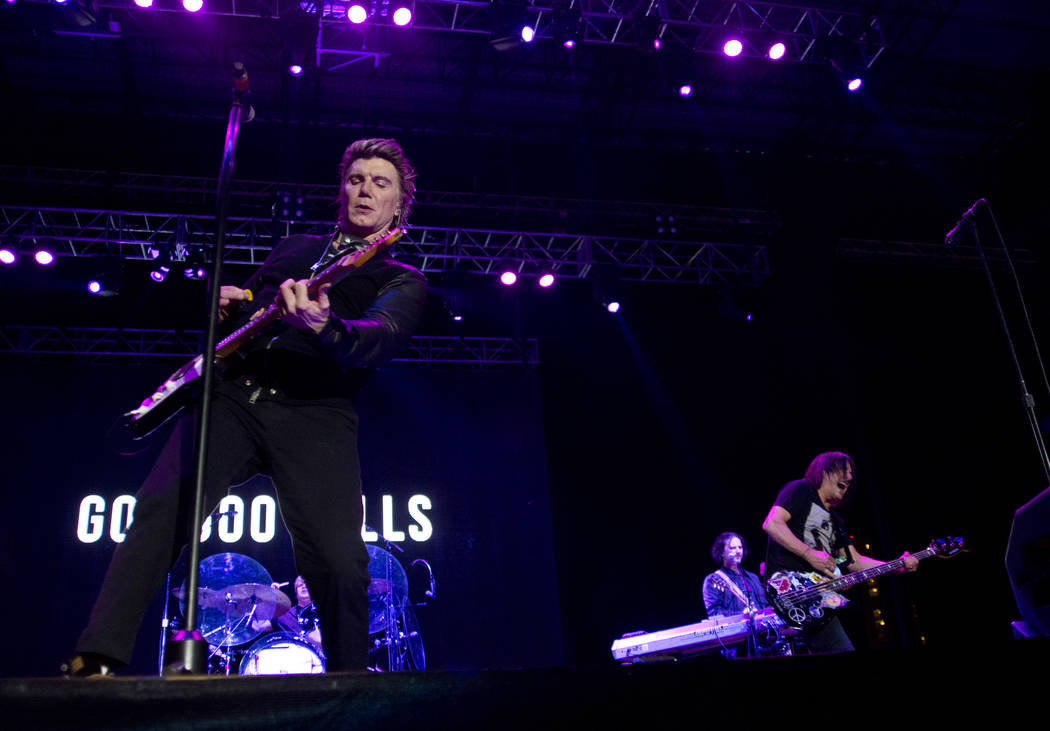 John Rezeznik, left and Robby Takac of the Goo Goo Dolls perform after the 5K portion of the Rock ԮՠRoll Las Vegas Marathon at the Las Vegas Festival Grounds on The Strip on Saturday,  ...