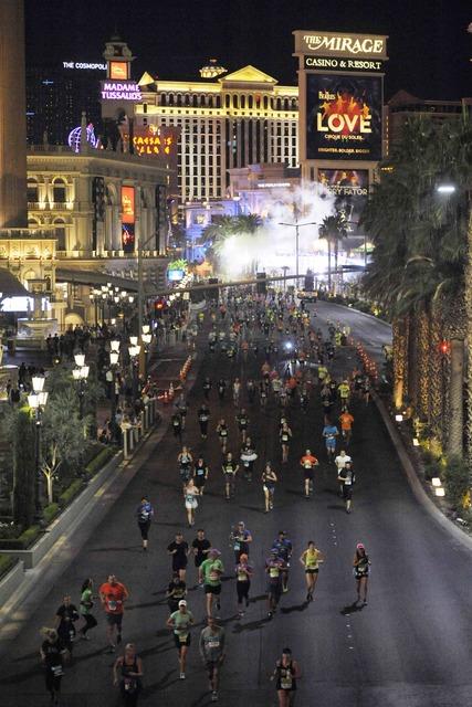 Runners head north on the Las Vegas Strip during the Geico Las Vegas Rock 'n' Roll Marathon on Sunday, Nov. 13, 2016. (Sam Morris/Las Vegas News Bureau)