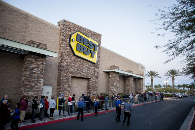 Black Friday sale shoppers wait outside of the Best Buy in Summerlin to shop, Thursday, Nov. 24, 2016. (Elizabeth Page Brumley/Las Vegas Review-Journal) Follow @ELIPAGEPHOTO