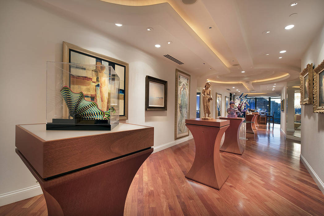 The home has a foyer that is designed to display the owner's artwork. (Synergy|Sotheby's International Realty)