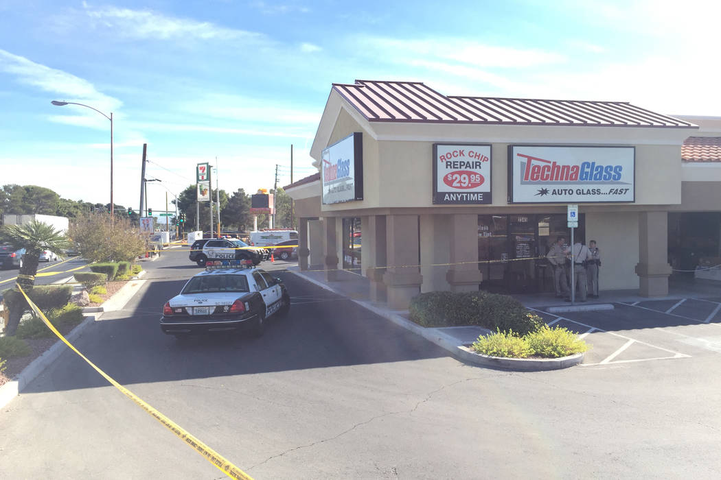 Las Vegas police are investigating apparently related shootings at two Las Vegas 7-Eleven stores on Friday, November 10, 2017 at Eastern Avenue and Sunset Road. (Kevin Cannon/Las Vegas Review-Journal)