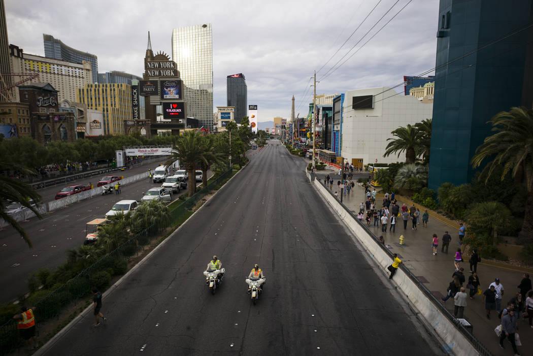 Las Vegas police officers help shut down the Las Vegas Strip to traffic before the start of the Rock 'n' Roll Marathon in Las Vegas on Sunday, Nov. 12, 2017. Chase Stevens Las Vegas Review-Journal ...