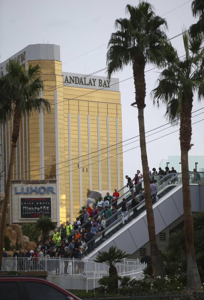 People crowd a pedestrian bridge at Las Vegas Boulevard and Tropicana Avenue before the start of the Rock 'n' Roll Marathon in Las Vegas on Sunday, Nov. 12, 2017. Chase Stevens Las Vegas Review-Jo ...