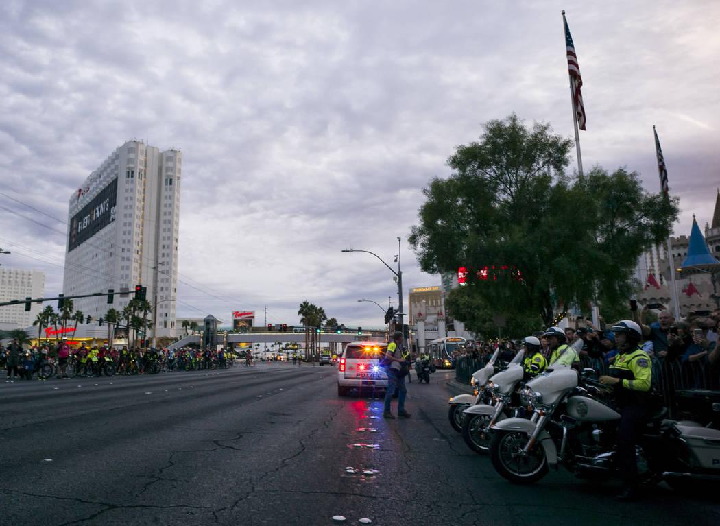Henderson police officers near the start line of the Rock 'n' Roll Marathon in Las Vegas on Sunday, Nov. 12, 2017. Chase Stevens Las Vegas Review-Journal @csstevensphoto