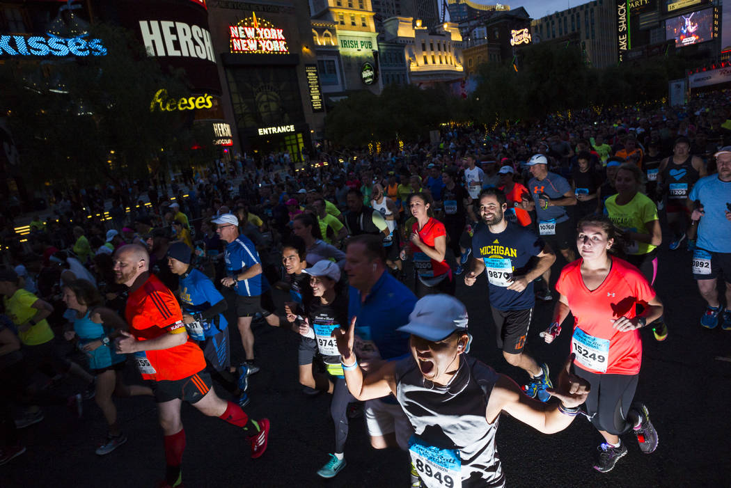 Half marathon participant Dennis Lau heads out from the start of the Rock 'n' Roll Marathon in Las Vegas on Sunday, Nov. 12, 2017. Chase Stevens Las Vegas Review-Journal @csstevensphoto