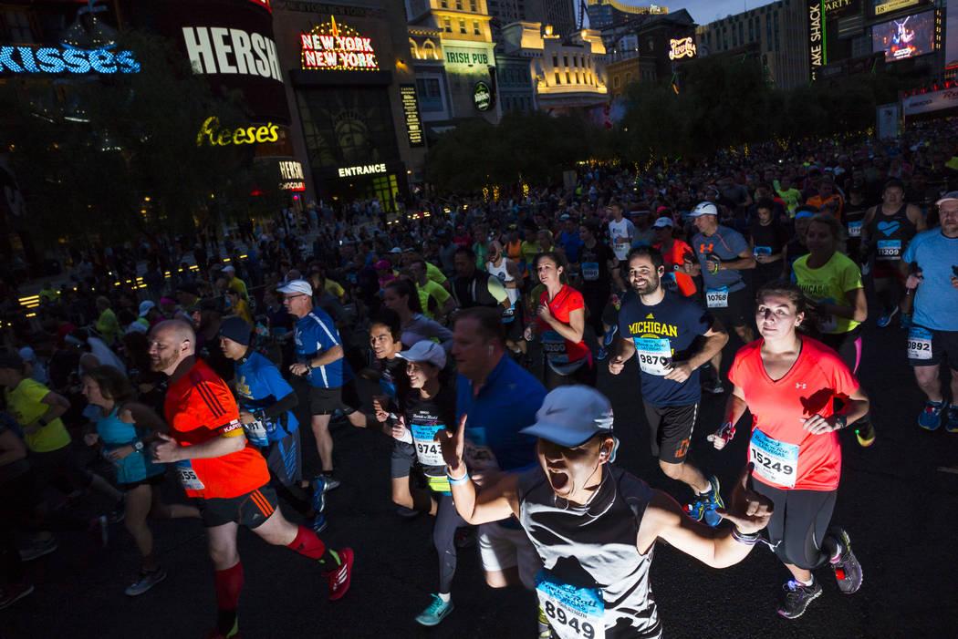 Half marathon participant Dennis Lau heads out from the start of the Rock 'n' Roll Marathon in Las Vegas on Sunday, Nov. 12, 2017. Chase Stevens Las Vegas Review-Journal @csstevensphoto