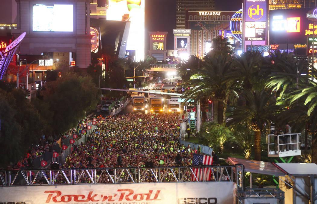 Marathon participants line up at the start of the Rock 'n' Roll Marathon in Las Vegas on Sunday, Nov. 12, 2017. Chase Stevens Las Vegas Review-Journal @csstevensphoto
