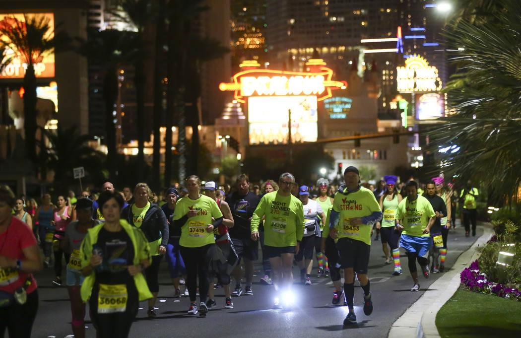 Race participants pass by the Luxor during the Rock 'n' Roll Marathon in Las Vegas on Sunday, Nov. 12, 2017. Chase Stevens Las Vegas Review-Journal @csstevensphoto