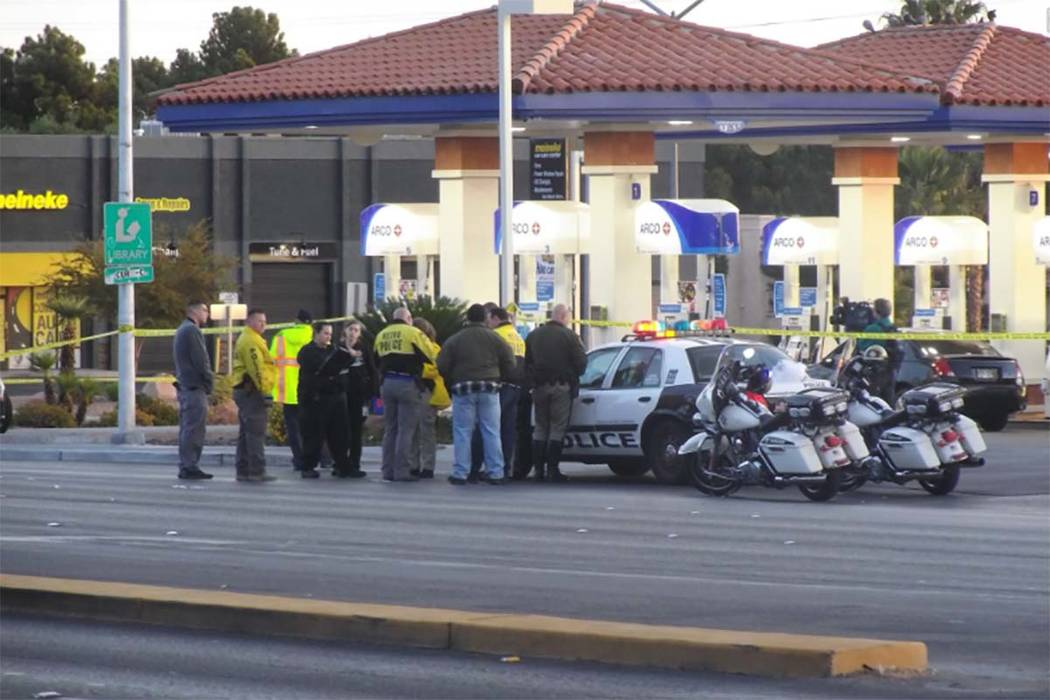 Las Vegas police investigate a crash that has closed the intersection of Sahara Avenue and Durango Drive in western Las Vegas, Monday, Nov. 13, 2017. (Max Michor/Las Vegas Review-Journal)