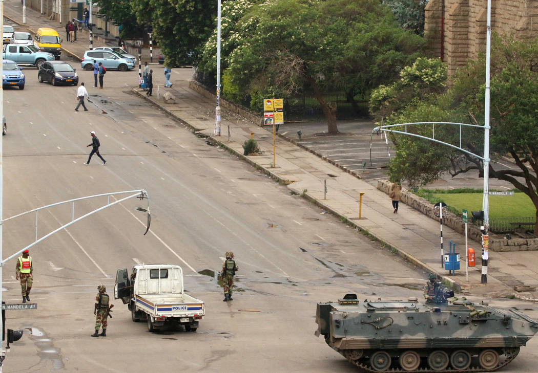 Soldiers stand on the streets in Harare, Zimbabwe, November 15, 2017. (Philimon Bulawayo/Reuters)