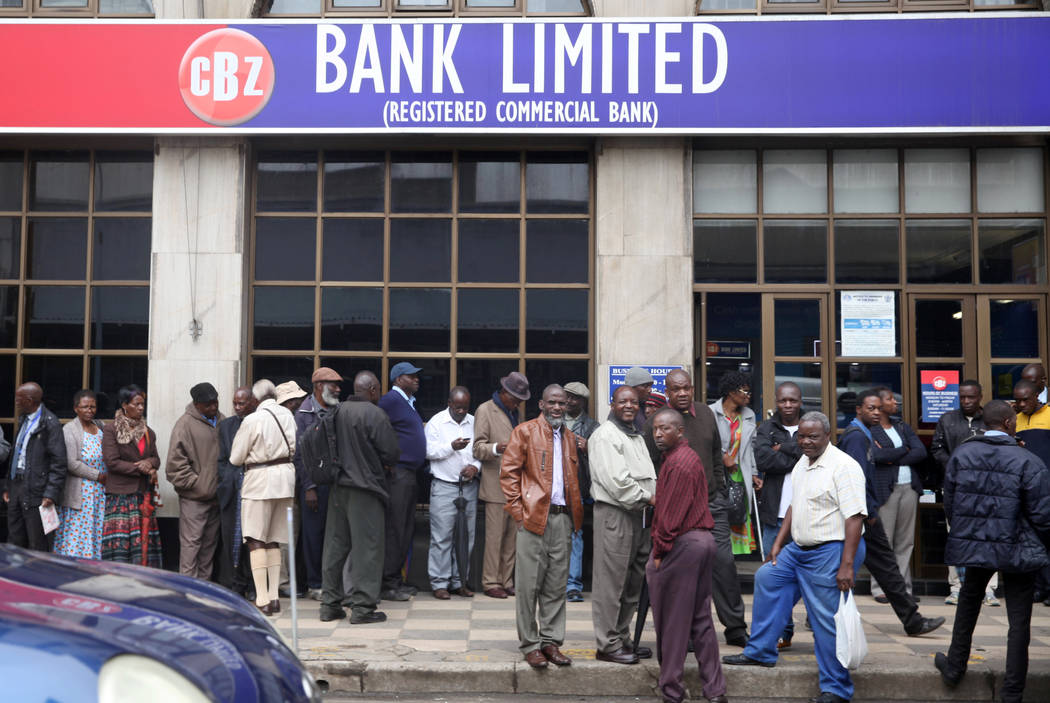 People queue to draw money outside a bank  in Harare, Zimbabwe, November 15,2017. (Philimon Bulawayo/Reuters)