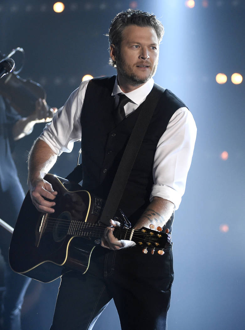 Country Star Blake Shelton Is People S Sexiest Man Alive