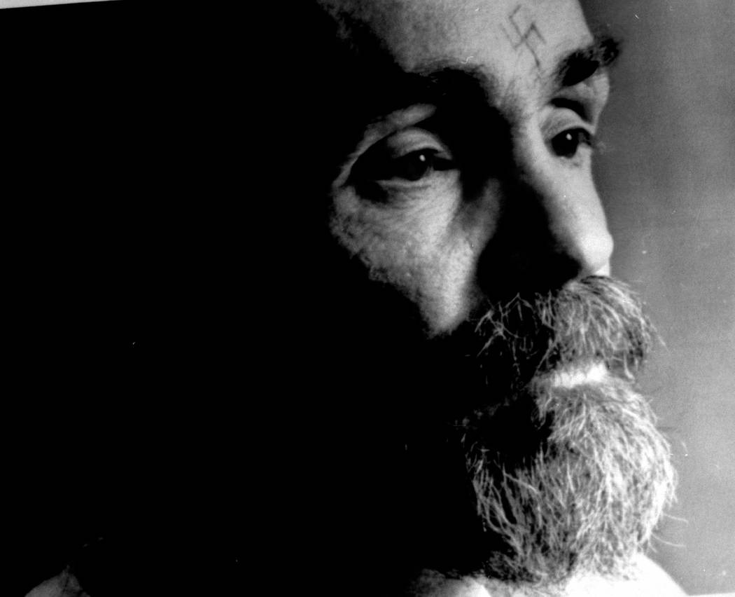 Charles Manson talks during an interview August 25, 1989. (REUTERS/File Photo)