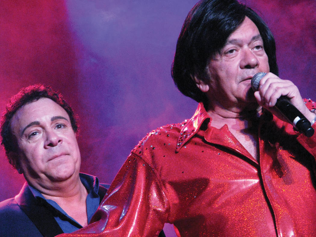 Frankie and Joey Scinta perform at the Plaza, Feb. 16, 2016 (F. Andrew Taylor/View)