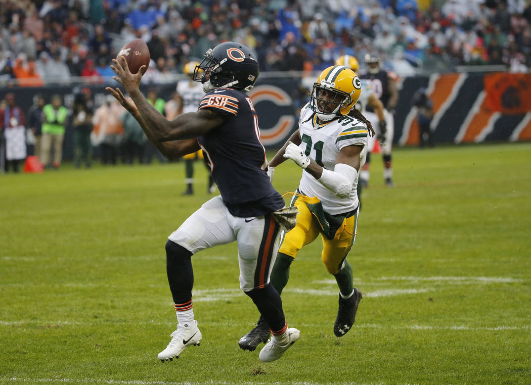 Chicago Bears wide receiver Josh Bellamy (15) makes a touchdown reception against Green Bay Packers cornerback Davon House (31) during the second half of an NFL football game, Sunday, Nov. 12, 201 ...