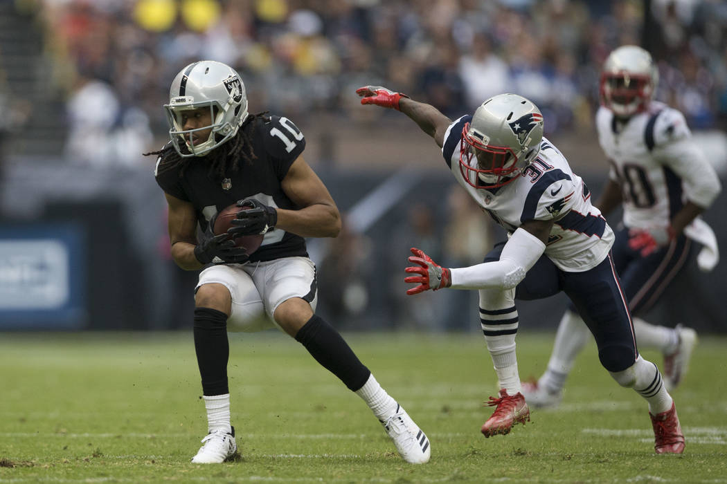Oakland Raiders wide receiver Seth Roberts (10) makes a catch against New England Patriots cornerback Jonathan Jones (31) in the NFL football game at Estadio Azteca in Mexico City, Sunday, Nov. 19 ...