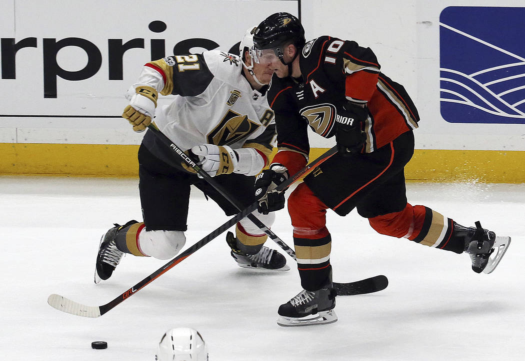 Vegas Golden Knights center Cody Eakin (21) defends Anaheim Ducks right winger Corey Perry (10) during the second period of an NHL hockey game in Anaheim, Calif., Wednesday, Nov. 22, 2017. (AP Pho ...