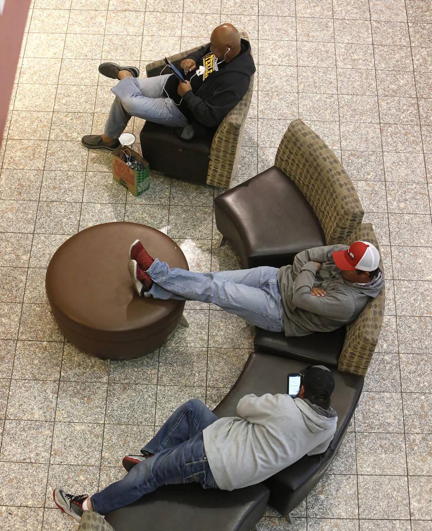 Shoppers take a break at the Galleria Mall on Black Friday, Nov. 24, 2017, in Henderson. Bizuayehu Tesfaye Las Vegas Review-Journal @bizutesfaye