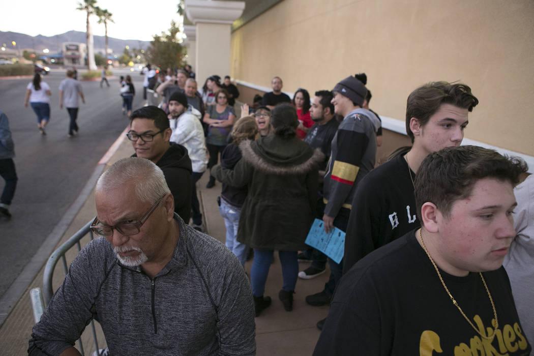 Shoppers wait in line at Best Buy for Thanksgiving Day deals in Henderson, Thursday, Nov. 23, 2017. Bridget Bennett Las Vegas Review-Journal @BridgetKBennett
