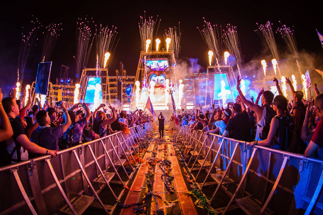 "Artist Jesse Hudson captures ""Day One"" of 2017's Electric Daisy Carnival."