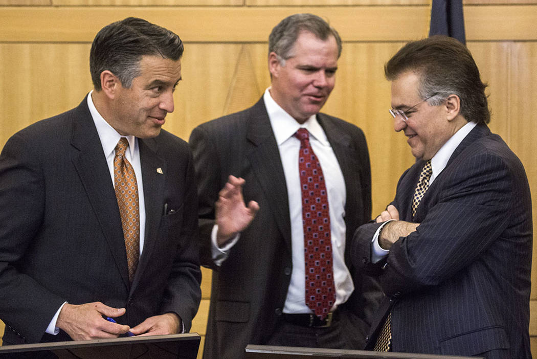 Gov. Brian Sandoval, left, Jim Murren, CEO of MGM Resorts International, and Tony Alamo, chairman of Nevada Gaming Commission, talk during a 2016 meeting in Las Vegas. (Las Vegas Review-Journal)