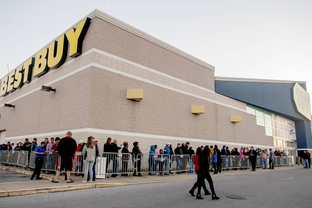 Hundreds of shoppers wait in line for Black Friday deals on Thanksgiving Day, Thursday, Nov. 23, 2017, at a Best Buy in Bowling Green, Ky. (Bac Totrong/Daily News via AP)