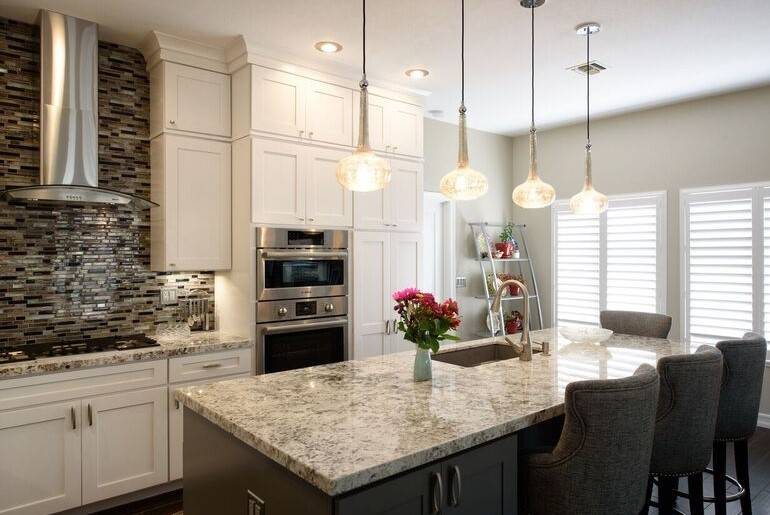 Arrange, Inc. This kitchen design plan has the range, cooktop and sink all within easy reach.