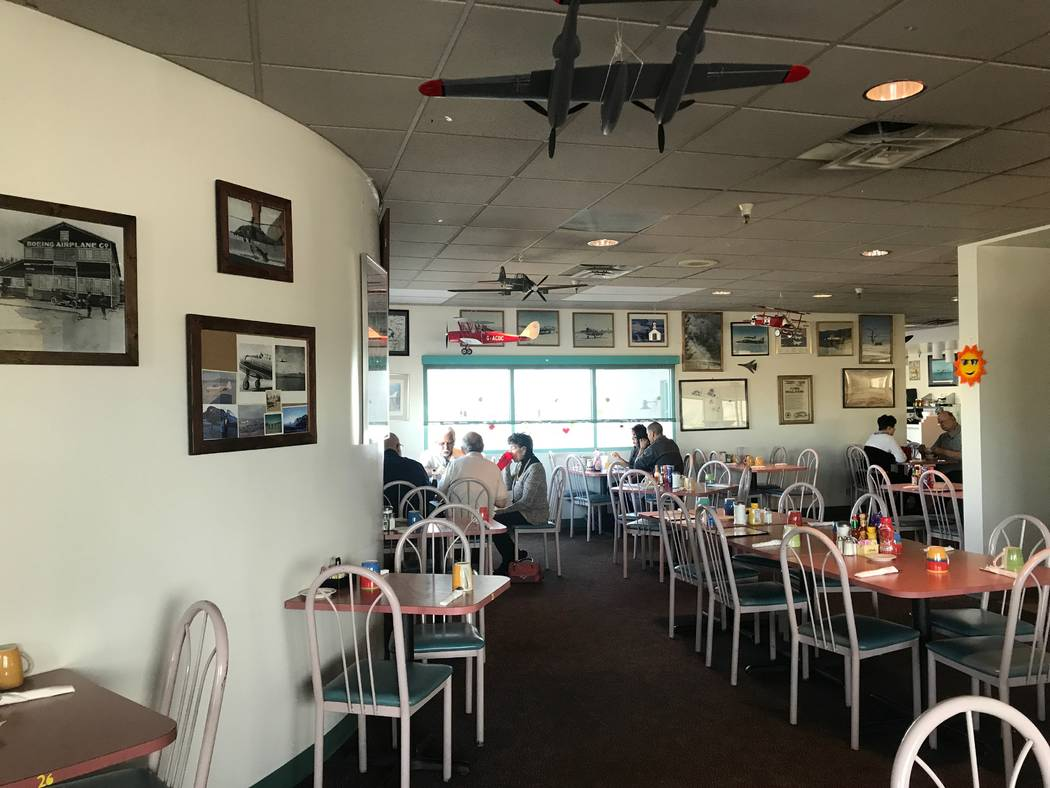 Customers dining on November 24, 2017 at Sunshine & Tailwinds Cafe, 2730 Airport Drive. (Kailyn Brown/View) @KailynHype