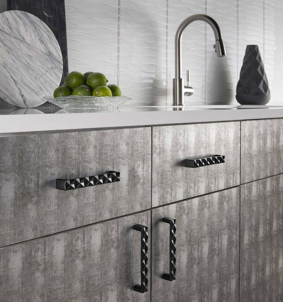 Top Knobs Top Knobs launched the fashion inspired Quilted series within its contemporary Mercer Collection. The Quilted series offers depth and textural dimension that creates visual interest in w ...