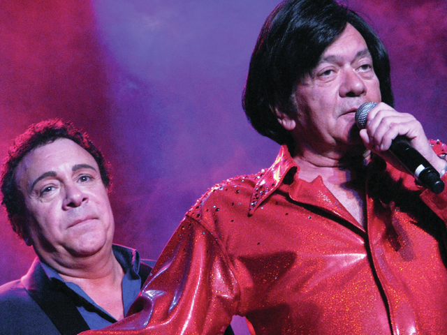 Frankie and Joey Scinta perform at the Plaza Feb. 16. F. Andrew Taylor/View