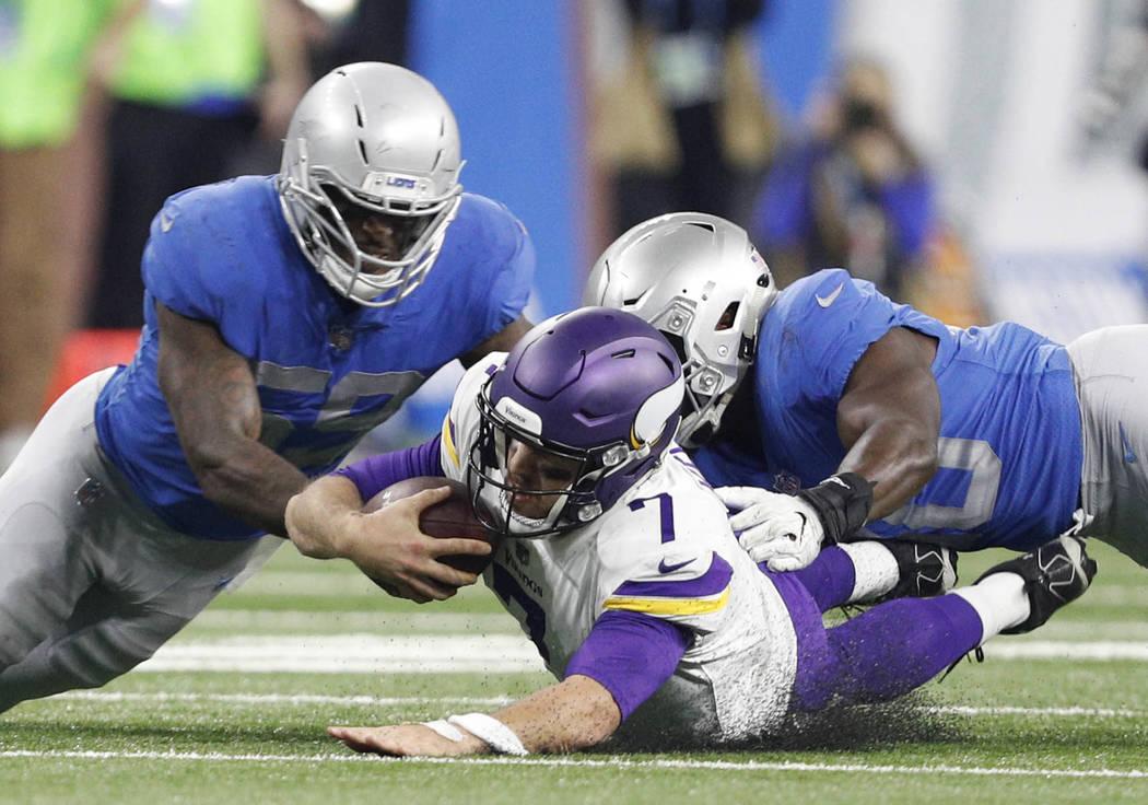 Nov 23, 2017; Detroit, MI, USA; Minnesota Vikings quarterback Case Keenum (7) dives in between Detroit Lions outside linebacker Tahir Whitehead (59) and linebacker Jarrad Davis (40) during the sec ...