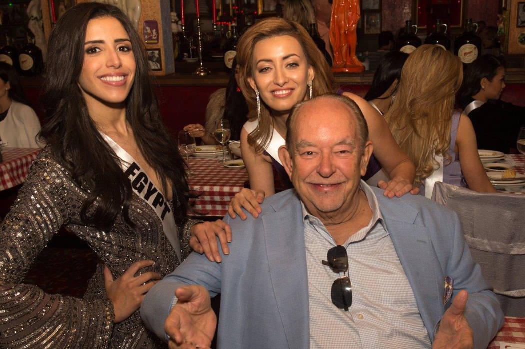 Miss Universe contestants and Robin Leach at Buca di Beppo Italian restaurant on East Flamingo Road. (Tom Donoghue)