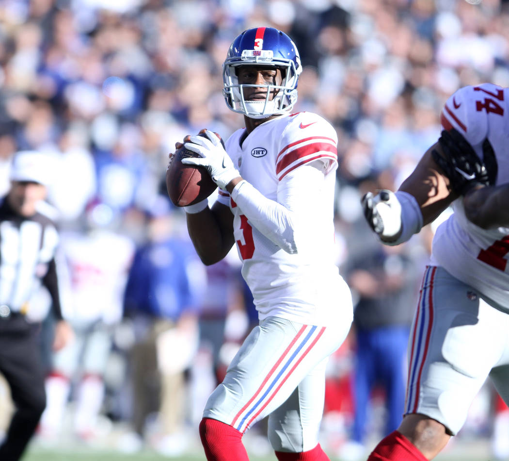 New York Giants quarterback Geno Smith (3) prepares to throw the football against the Oakland Raiders during the first half of a NFL game in Oakland, Calif., Sunday, Dec. 3, 2017. Heidi Fang Las V ...