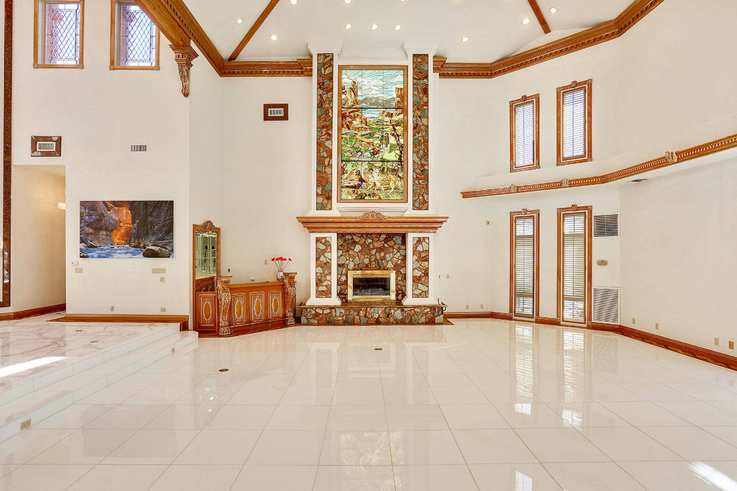 A focal point of the living room is the colorful lead glass art piece depicting Nevada's rich history. (Luxury Estates International)