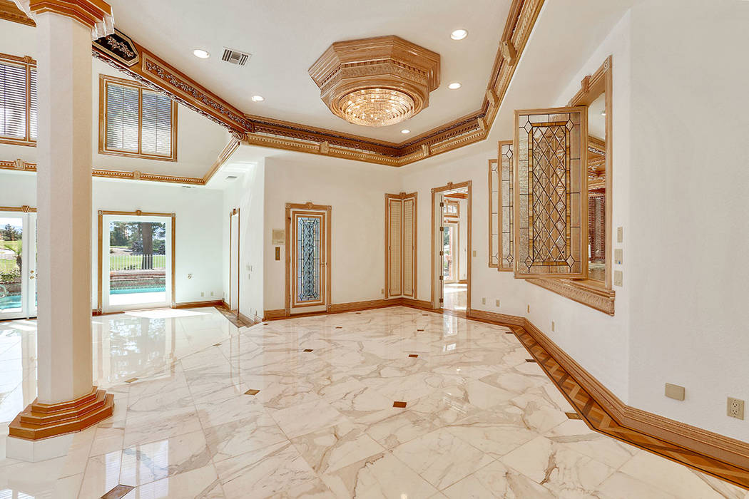 An area off of the living room. (Luxury Estates International)