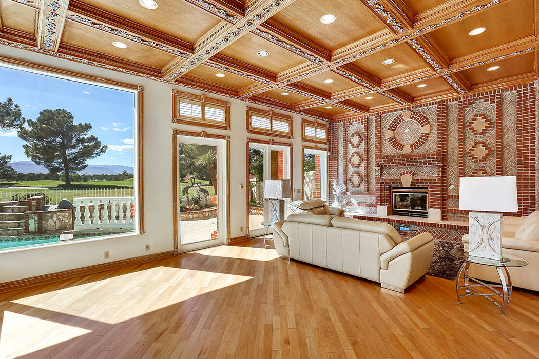 Continuing through the kitchen is an expansive comfortable family room showcasing a large bank of windows with stunning views of the golf course and mountains. (Luxury Estates International)