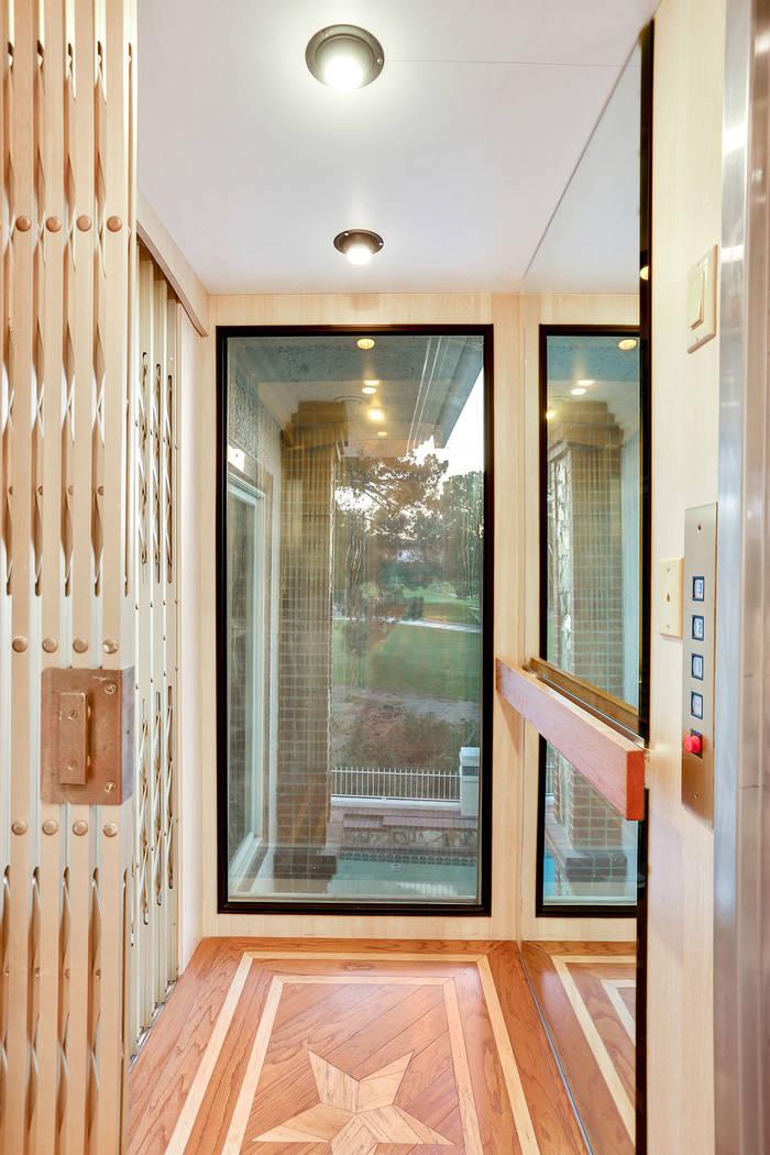 The glass elevator. (Luxury Estates International)