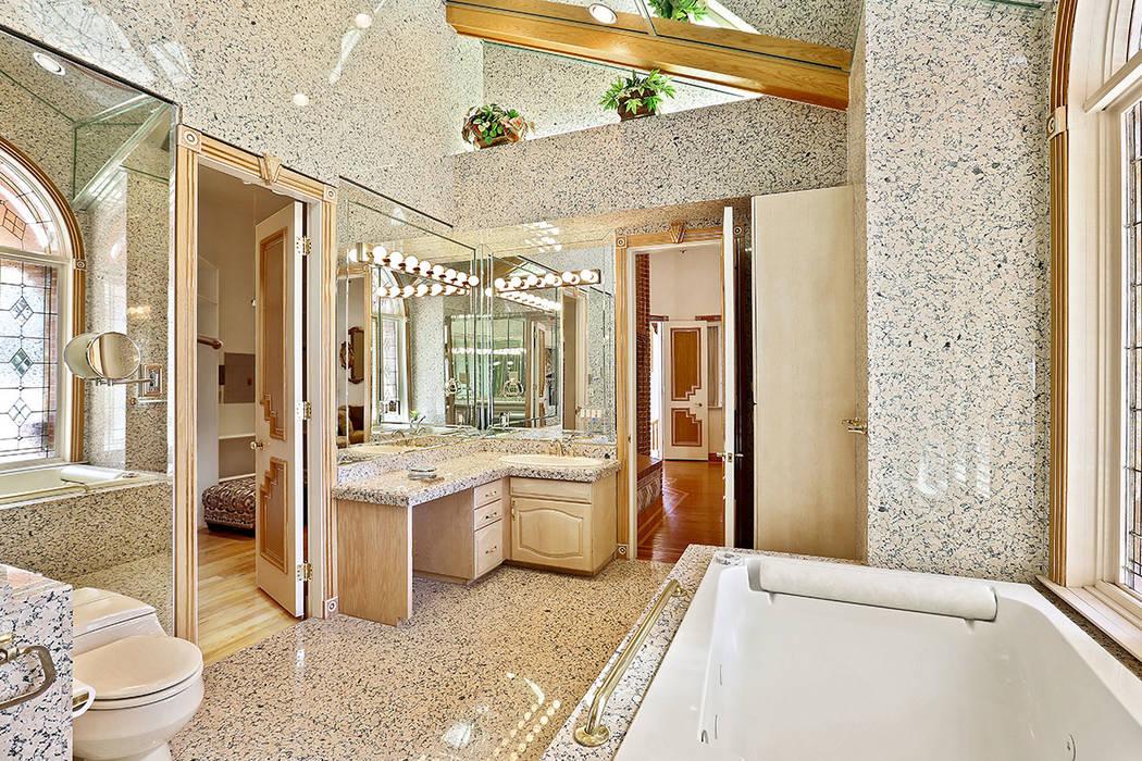 The master bath. (Luxury Estates International)