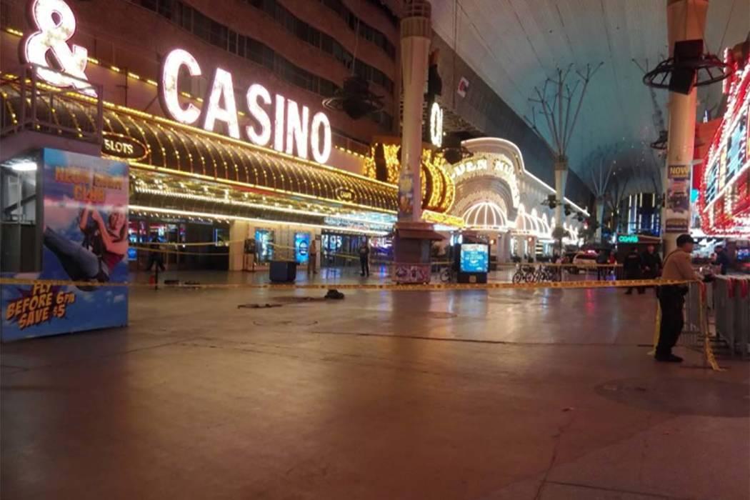 Las Vegas police shut down part of Fremont Street in downtown Las Vegas after a shooting Nov. 29. (Max Michor/Las Vegas Review-Journal)