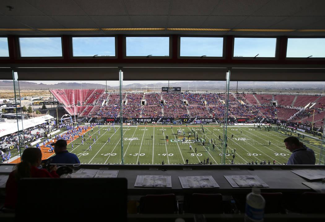 Fans begin to fill up Sam Boyd Stadium before Oregon takes on Boise State in the Las Vegas Bowl in Las Vegas on Saturday, Dec. 16, 2017. Chase Stevens Las Vegas Review-Journal @csstevensphoto