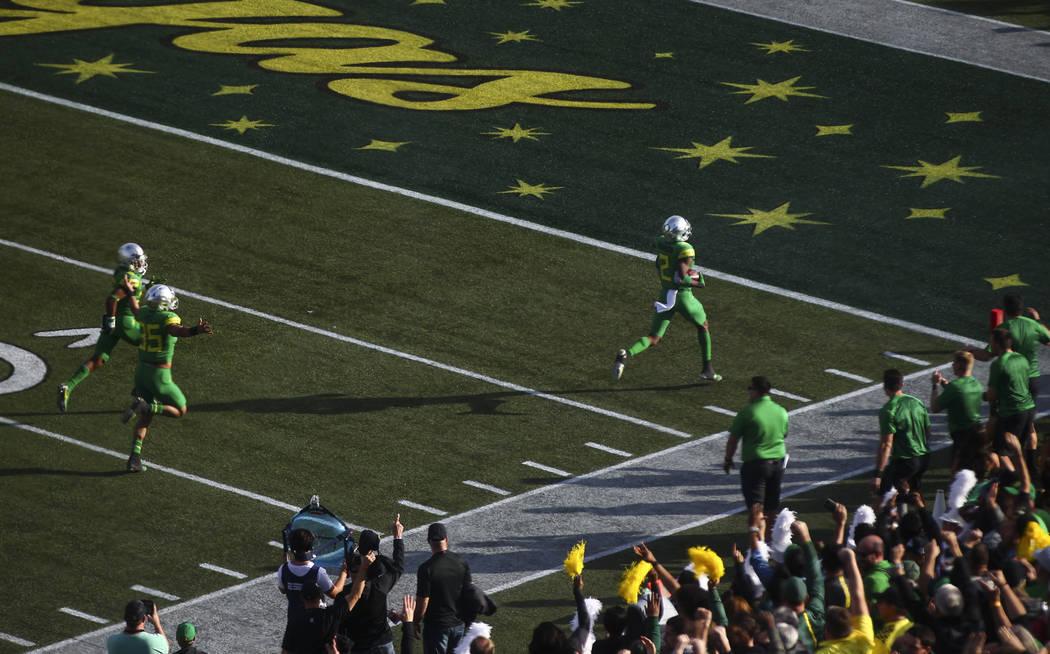 Oregon's Tyree Robinson (2) scores a touchdown against Boise State during the Las Vegas Bowl at Sam Boyd Stadium in Las Vegas on Saturday, Dec. 16, 2017. Chase Stevens Las Vegas Review-Journal @cs ...