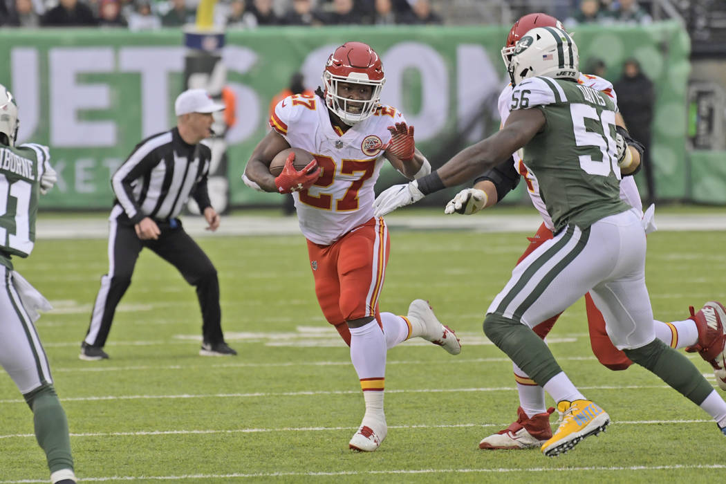 Kansas City Chiefs' Kareem Hunt runs the ball during the first half of an NFL football game against the New York Jets, Sunday, Dec. 3, 2017, in East Rutherford, N.J. (AP Photo/Bill Kostroun)