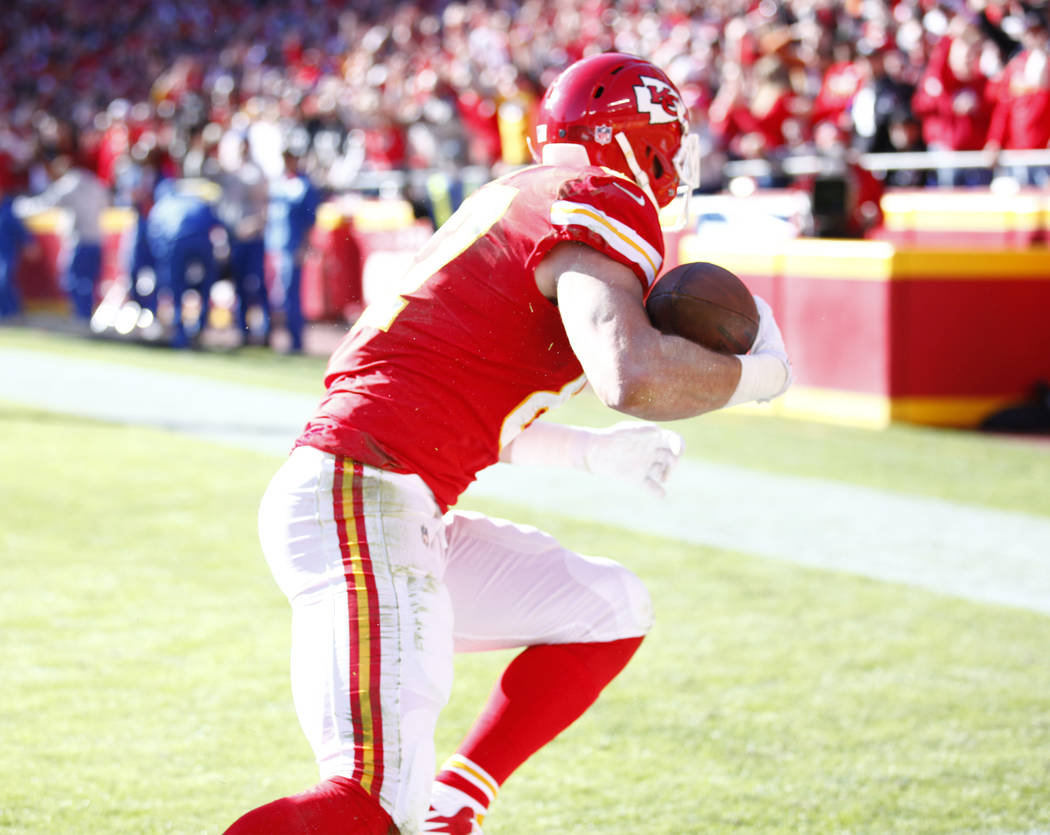 Kansas City Chiefs tight end Travis Kelce (87) scores a touchdown against the Oakland Raiders during the first half of a NFL game in Kansas City, Mo., Sunday, Dec. 10, 2017. Heidi Fang Las Vegas R ...